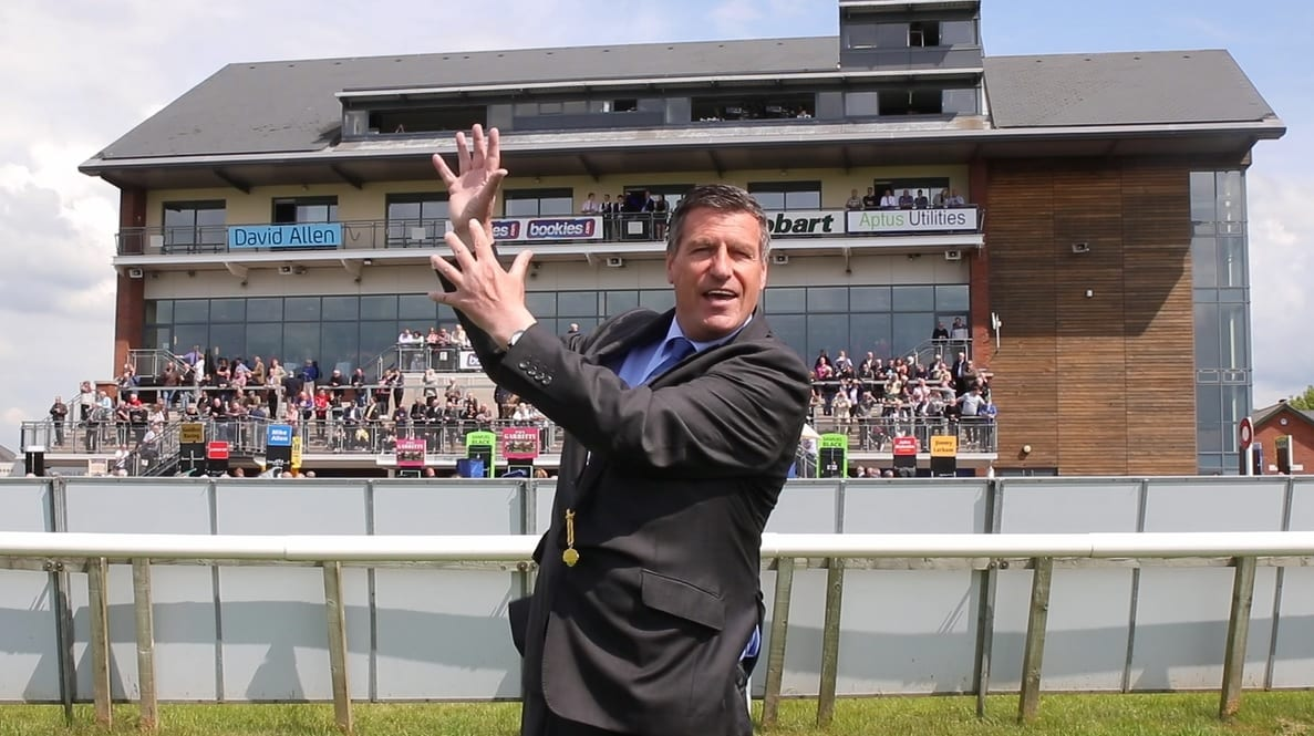 'Vote Racing' As Championship Frontrunners Go Head-to-Head At Carlisle
